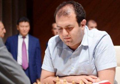 AÇ: Rauf Məmmədov büdrədi