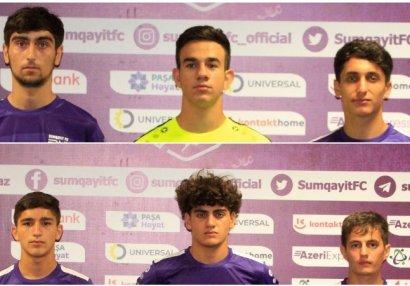 «Сумгайыт» подписал первые профессиональные контракты с шестью игроками.