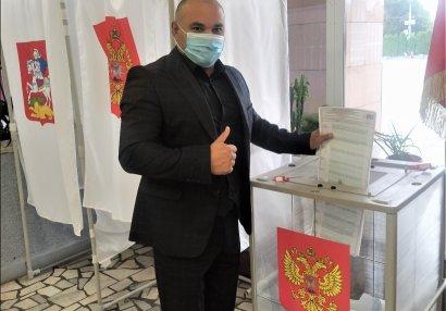 Azərbaycanlı çempionRusiya Federasiyasının parlament seçkilərində səs verdi