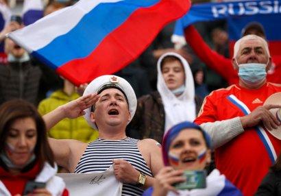Rus azarkeşləri döydülər - FOTO
