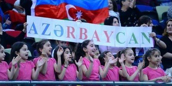 Azərbaycanlı qızların möhtəşəm himn ifası - VİDEO