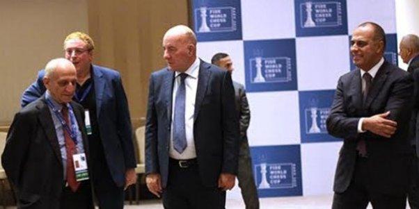 Elman Rüstəmov şahmatçıların maaşını vermir